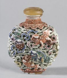 Chinese Snuff Bottle ~ Lions among Clouds ~ Qing Dynasty ~ Artist/maker unknown ~ Reticulated porcelain with overglaze enamel decoration Vintage Jars, Bottle Box, Philadelphia Museum Of Art, Antique Perfume Bottles, Beautiful Perfume, Small Bottles, Jade, Chinese Art, Asian Art