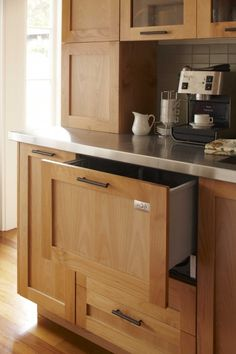 Liking the cabinets. Sans any glass - no way do I want to have keep kitchen cabinets organized.