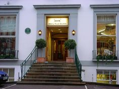 Abbey Road Studios (formerly Apple Studios) - London, England Abbey Road, Us Travel, Travel Tips, Great Britain United Kingdom, London Attractions, Holiday Apartments, Recording Studio, The Beatles, Places Ive Been