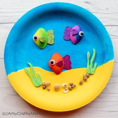 This Sea Shell Fish In an Aquarium Craft is gorgeous enough to hang on your wall! Gather big and small sea shells to put together this easy craft! Animal Crafts For Kids, Summer Crafts For Kids, Diy Crafts For Kids, Arts And Crafts, Shell Crafts Kids, Sea Animal Crafts, Sea Crafts, Fish Crafts, Seashell Crafts