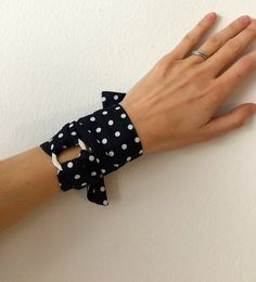 Navy Blue Oscar de la Renta print Silk Bracelet.  Scarf Bracelet. Silk Accessories. Silk Scarves. Hermes Style. #silk #scarves #bracelets