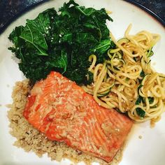 Happy #fishfriday! OMG this came out amazing! Found a simple honey ginger garlic soy marinade for my wild caught Alaskan sockeye salmon. Quickly tossed kale and zucchini noodles into leftover marinade in sauce pan then served with quinoa and drizzled sauce over all. Love it that the honey garlic ginger kale and zucchini are sourced locally from my weekly CSA pickup. Wish the fish was locally caught tho. So simple and amazing! #winninginthekitchen #wildcaughtsalmon #kale #zoodles #csaveggies…