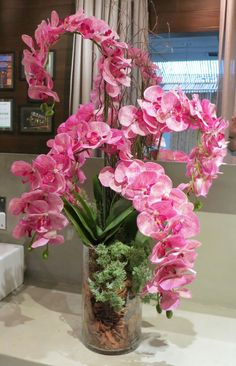 Beautiful Rose Flowers, Exotic Flowers, Amazing Flowers, Silk Flowers, Orchid Flower Arrangements, Orchid Centerpieces, Indoor Orchids, Orquideas Cymbidium, Phalaenopsis Orchid