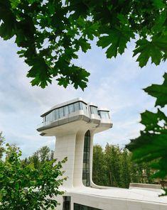 "Capital Hill House by Zaha Hadid a house in the Barvikha Forest near Moscow, for a man she called the ""Russian James Bond"". Santiago Calatrava, Frank Gehry, Zaha Hadid Architektur, Arquitetos Zaha Hadid, Le Corbusier, Futuristic Home, Futuristic Architecture, Architecture Design, Daniel Libeskind"