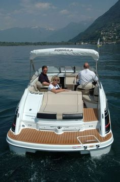 New 2012 Formula Boats 240 Sun Sport Cuddy Cabin Boat - Good View of the Transom.