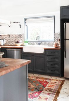 9 Astounding Cool Tips: Small Kitchen Remodel Renovation farmhouse kitchen remodel cabinets.Kitchen Remodel On A Budget country kitchen remodel bricks.Farmhouse Kitchen Remodel Tips. Country Kitchen, New Kitchen, Kitchen Wood, Spanish Kitchen Decor, Awesome Kitchen, Eclectic Kitchen, Modern Spanish Decor, Kitchen Black, Spanish Colonial Kitchen