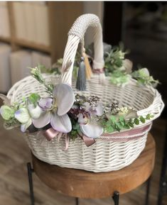 Bussines Ideas, Halloween Decorations, Christmas Decorations, Flower Girl Basket, Basket Decoration, Easter Wreaths, Easter Baskets, Wicker, Diy And Crafts