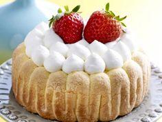 Met een frisse toets Charlotte Cake, Sweet Recipes, Tiramisu, Creme, Delicious Desserts, Biscuits, Cheesecake, Deserts, Brunch