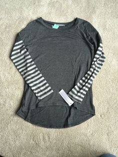 Again, I LOVE the gray and the stripes.