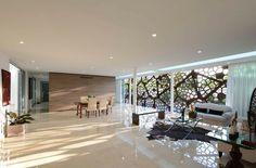 Der gemusterte Sichtschutz dekoriert das Interieur auf unterschiedliche Weise