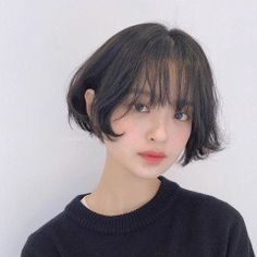 The collecion of The Beautiful Photos(Face/Body/Eyes. Shot Hair Styles, Curly Hair Styles, Girl Short Hair, Short Hair Cuts, Hair Inspo, Hair Inspiration, Hair Reference, Beautiful Asian Girls, Woman Face