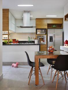 Decoração de: Cozinha - cadeira eiffel preta; Casa de Valentina