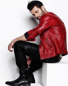 Red leather bikerjacket. Black Leather skinny pants. Boots. Fall look.