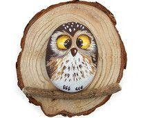 Unique peint Owl Rock sur une Section de tronc en bois | Idée cadeau originale…