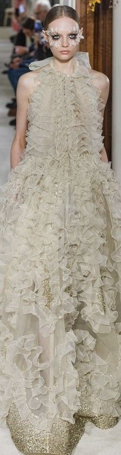 Diva Fashion, All Fashion, Spring Fashion, Valentino Couture, Valentino Garavani, Golden Dress, Glamour, Couture Dresses, Evening Gowns