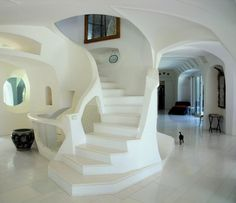 This exceptional property in the Lake Como district is completely on sale …apart from the cat! #italy #como #lake #lakecomo #decor #design #interiordesign #lesuisse #arch #architecture #white #totalwhite #staircase #staircases #stairs #stair #black #cat #blackcat #gif #италия #дизайнерскаямебель #озеро #вид #озеро #вид #декор #дизайн #архитектура
