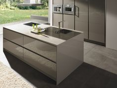 Lacquered fitted kitchen with island S2-L by SieMatic