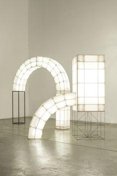 Space Frames, a series of abstract light volumes designed by Studio Mieke Meijer. Studio Mieke Meijer was founded by Mieke Meijer and Roy Letterlé. Light Art, Lamp Light, Light Bulb, Luminaire Design, Lamp Design, Space Frame, Design Fields, Light Installation, Art Installations