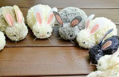 Diy pom pom easter bunny – easy & cheap party craft decor project for kid idea Crafts To Do, Diy Crafts For Kids, Projects For Kids, Craft Projects, Animal Projects, Craft Ideas, Pom Pom Animals, Pom Pom Crafts, Easter Bunny Decorations