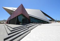 Entertainment centre, Albany (Australia) by Steve Woodland, Cabinet Cox Howlett & Bailey Woodland architecture VMZINC Dynamic Architecture, Concept Models Architecture, Roof Architecture, Architecture Portfolio, Contemporary Architecture, Roof Design, Facade Design, Albany Australia, Triangle Building