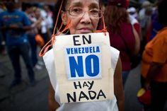 El Estimulo / Con protestas u opinión, abuelitos venezolanos enfrentan la represión enarbolando la consigna pacífica. Están conscientes de sus capacidades y limitaciones. No son los mismos jóvenes que combatieron la dictadura de Marcos Pérez Jiménez. Pero su espíritu libertario no desmaya, menos sus anhelos de recuperar lo perdido en 18 años de chavismo. Sueltan …