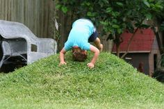 "DIY Mini grass mound for the backyard #""playgroundbackyarddiy"""