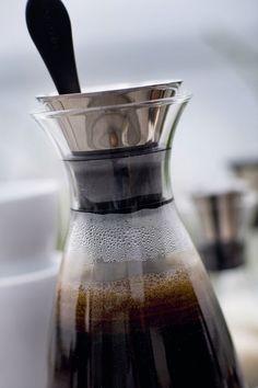 Danish Design, Coffee Maker, Kitchen Appliances, Kaffee, Coffee Maker Machine, Diy Kitchen Appliances, Coffee Percolator, Home Appliances, Coffee Making Machine