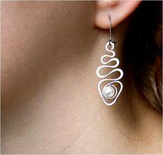 Ear Jewelry, Jewelry Crafts, Beaded Jewelry, Jewelery, Handmade Jewelry, Jewelry Ideas, Wire Wrapped Earrings, Wire Earrings, Wire Wrapped Pendant