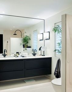 Bilderesultat for svart bad Laundry In Bathroom, Bathroom Inspo, Bathroom Inspiration, Small Bathroom, Black Bathroom Furniture, Bathroom Interior, Black White Bathrooms, Bad Inspiration, Modern Kitchen Design