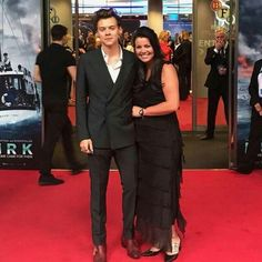 Harry Styles and Anne at Dunkirk premiere Harry Styles Family, Harry Styles Cute, Harry Styles Pictures, Harry Edward Styles, Mon Cheri, Larry, Bae, Gemma Styles, Treat People With Kindness