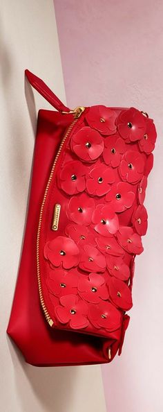 Burberry The Petal bag with scattered flowers from the Burberry Valentine's Day gift collection | LBV ♥✤ | KeepSmiling | BeStayElegant