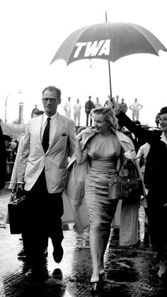 Marilyn and Arthur landing to film The Prince & the Show Girl.