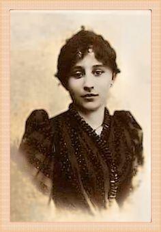 Sidonie Gabrielle Colette, à 18 ans.  «Enfin l'âge de porter des chignons.»
