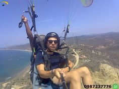 Paragliding Puerto Lopez Ecuador  Flights paragliding on the beach.