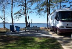 http://stephaniehenkel.hubpages.com/hub/5-Features-of-the-Best-RV-Campgrounds