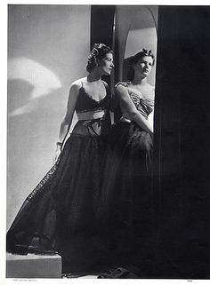 Lucien Lelong 1937 Evening Gown, Fashion Photography Horst P Horst Fashion Now, 1930s Fashion, Vintage Fashion, Lucien Lelong, Bias Cut Dress, Vintage Glamour, Vintage Romance, Magazine Mode, Gown Photos