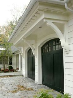 Black garage doors with panes, white house and pergola, talk about curb appeal Black Garage Doors, Black Doors, Black Shutters, White Siding, Garage Door With Windows, Black Windows Exterior, Double Garage Door, Wooden Garage Doors, Garage Entry