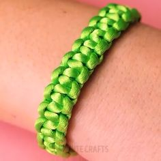 Bracelet Ideas you actually want to wear Ideas Fоr DIY Jewelry Yоu'll Aсtuаllу Wаnt Tо Wear Diy Bracelets Easy, Bracelet Crafts, Paracord Bracelets, Jewelry Crafts, Macrame Knots, Macrame Jewelry, Macrame Bracelets, Parachute Cord Bracelets, Rope Jewelry