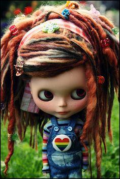 Cute! Blythe~*~ Coiffure Rasta, Marionette, Red Dreads, Fake Dreads, Dreadlocks, Beautiful Dolls, Beautiful Things, Fashion Dolls, Doll Toys