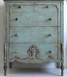 I love the finish on this dresser... #shabbychicdressersblue
