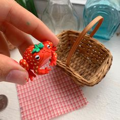 Cute Polymer Clay, Cute Clay, Polymer Clay Crafts, Diy Clay, Keramik Design, Clay Art Projects, Frog Art, Cute Frogs, Clay Charms