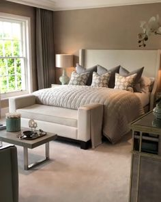 Sharing this organic video of a spectacular guest bedroom designed by one of my favorite designers on IG. Guest Bedroom Decor, Master Bedroom Makeover, Guest Bedrooms, Home Bedroom, Rooms To Go Bedroom, Tan Bedroom, Beige Bedroom Furniture, Wall Colors For Bedroom, Spa Like Bedroom