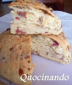 Casatiello napolitano (Pan con embutido)
