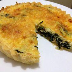 Aprende a preparar quiche de espinaca y dos quesos con esta rica y fácil receta. La quiche es un pastel salado hecho a base de masa quebrada y con rellenos de todo...