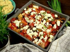 Ugnsstekt citronkyckling i långpanna med fetaost, tomater och oliver. God och lättlagad kyckling med smaker från medelhavet!