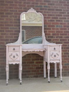 One of my two sweet peas has a vanity, but I'm still searching for a vanity for the other one....every little princess should have a vanity table in her room.