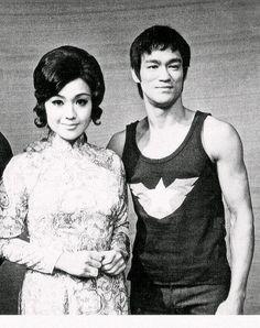 Bruce Lee Bruce Lee Master, Bruce Lee Chuck Norris, Bruce Lee Martial Arts, Indian Yoga, Imagine John Lennon, Brandon Lee, Martial Artist, Tai Chi, Hollywood Stars