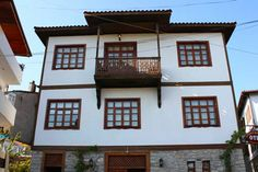 The city is famous for Safranbolu houses, since this feature on 17 December 1994 in Turkey Located in the World Heritage List of cultural property is one of nine.