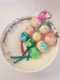 Bead Crafts, Jewelry Crafts, Diy Crafts, Wood Peg Dolls, Wine Glass Crafts, Cute Clay, Beaded Garland, Crafty Craft, Handmade Polymer Clay