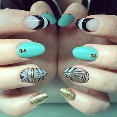#yegnails #edmontonnails #blacknails #closeup #yegnailtech #780nails #handpainted #tealblue #funnails #greennails #bluenails #negativespacing #